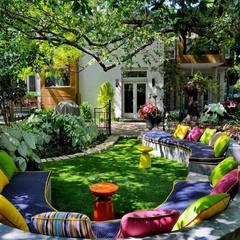 Lá no jardim! Que delícia essas áreas externas tão coloridas e simplesmente adoráveis!