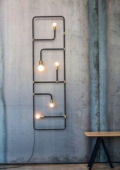 Luminária com um estilo industrial foi inspirada em tradicionais telas chinesas. Essa peça pode ser luminária, lâmpada de parede e até um pendente.  Da Lambert & Fils.