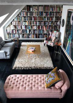 Perfeição. Um sofá diferente do outro para sentar. Um para cada hora e momento de leitura.