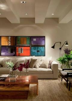 Neutro nas paredes e móveis...colorido nos detalhes.